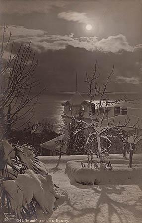 &copy;Василий Сокорнов. «Зимний день в Ялте. 1900-е<br>Бромсеребряный отпечаток формата почтовой открытки<br>с широкого стеклянного негатива»