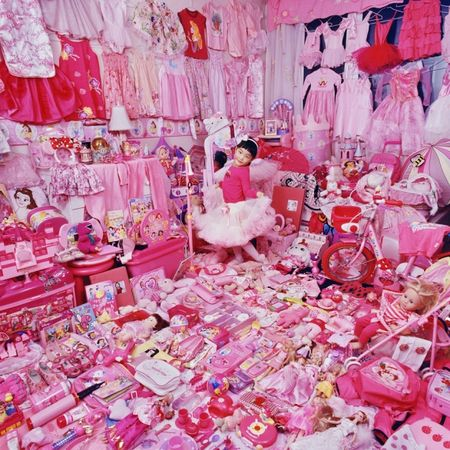 © JeongMee Yoon<br />Jeeyoo and Her Pink Things, 2007