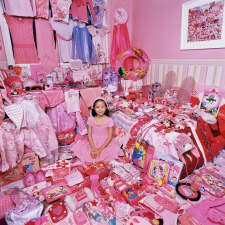 © JeongMee Yoon<br />Seowoo and Her Pink Things 2