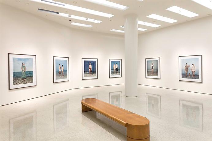 Фрагмент экспозиции - Rineke Dijkstra: A Retrospective  Installation View - Rineke Dijkstra: A Retrospective. June 29–October 8, 2012Solomon R. Guggenheim Museum, 5th Ave at 89th St New York City© All rights reserved by Solomon R. Guggenheim Museum