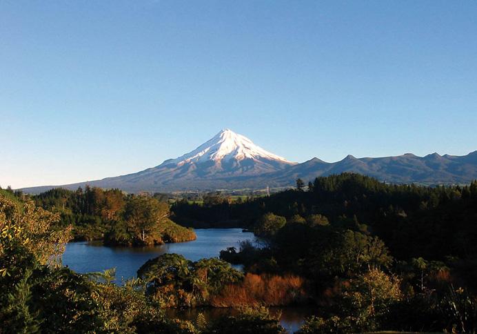 «Последний Самурай» и ещё несколько фильмов, где нужны были Японские пейзажи, снимались недалеко от горы Таранаки.