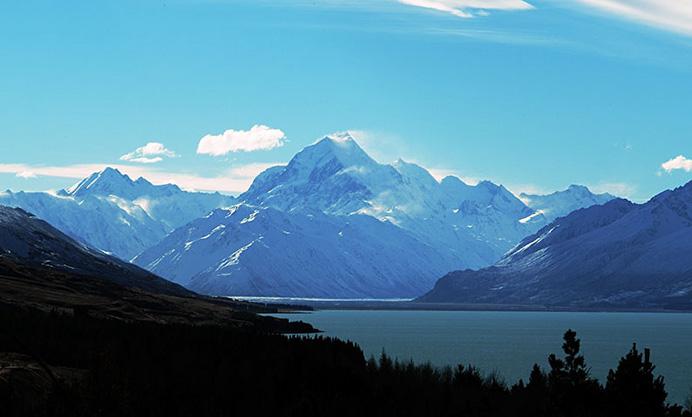 Ледниковое озеро Пукаки и высшая точка Южных Альп гора Кука.