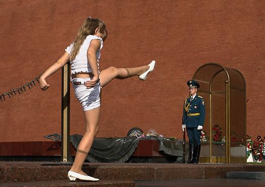 © Владимир Атапин. Девочка и солдат