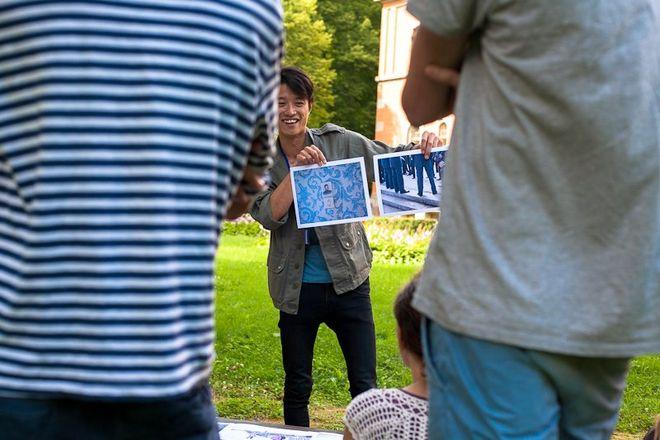 Сохеи Ясуи показывает свои работы<br /> © фото предоставлено организаторами ISSP
