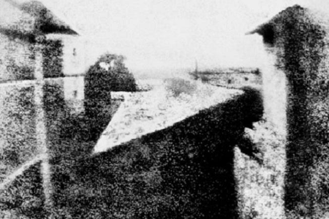 Жозеф Нисефор Ньепс. Вид из окна мастерской. 1826