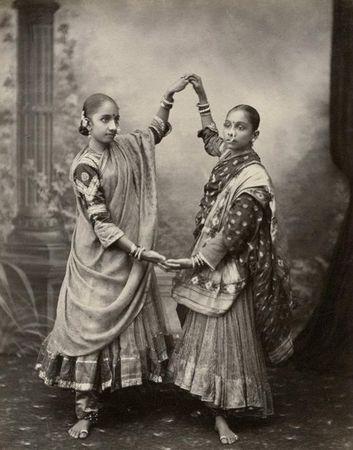 Edward Taurines, Tanzerinnen, um 1890, Albuminabzug