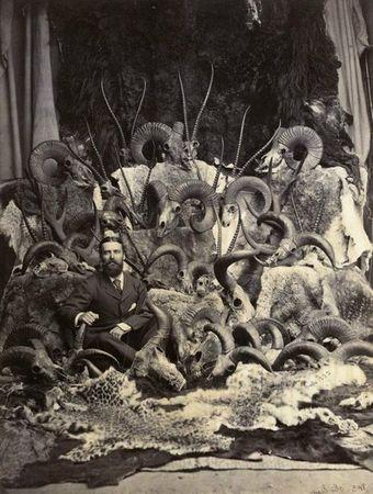 John Burke, Mann mit Jagdtrophдen, um 1880, Albuminabzug