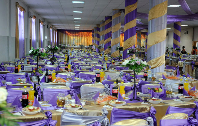 © Petrut Calinescu. Зал для проведения свадебного торжества, Чертезе, Румыния.