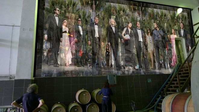 Валера и Наташа Черкашины. «Монумент. Канны-2», из проекта «Монументы». 2009. Инсталляция на заводе «Мысхако». Проект