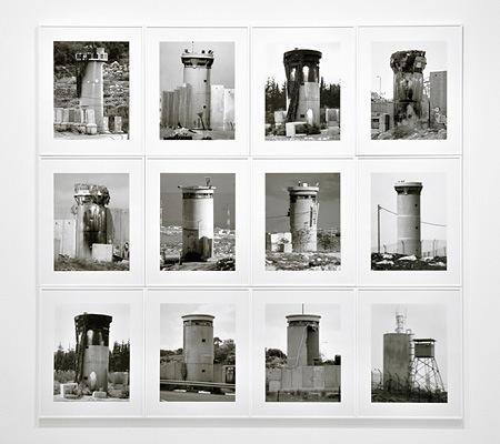 Watchtowers, 2008 tirage numerique noir & blanc 50 x 40 cm © Taysir Batniji / Courtesy Galerie Eric Dupont, Paris