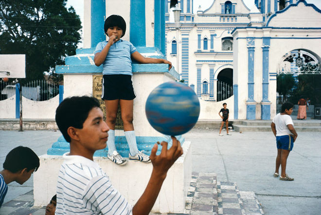 Alex Webb, Tehuantepec, Mexico, 1985. Courtesy the artist and Magnum Photos