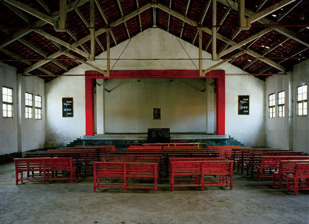 The Assembly Hall - Pukou, 2003 © Courtesy of Shao Yinong & Mu Chen / Galerie Paris-Beijing