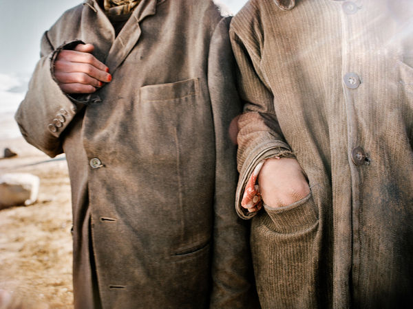 Kyrgyz sometimes dip their fingernails in henna for protection against the cold. Khan's camp. © Matthieu Paley