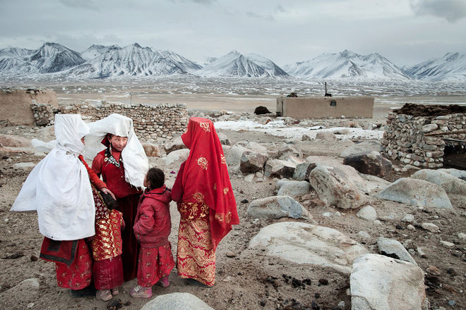 Gossip hour. Tella Bu and her sisters hang out after bringing the sheep home. Khan's camp, High Pamir, Afghanistan © Matthieu Paley