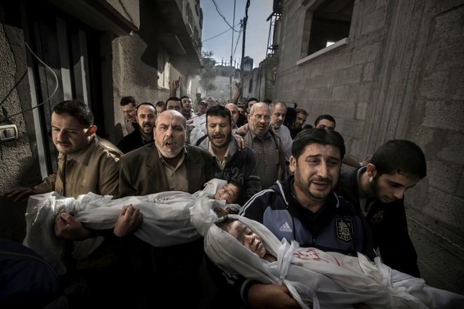 GAZA BURIAL. &copy; Paul Hansen<br>