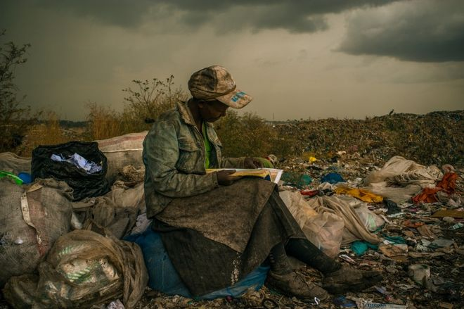 AT THE DANDORA DUMP. © Micah Albert<br> 2013, Contemporary Issues, 1st prize singles