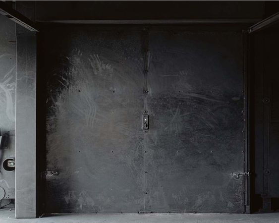 The House that Burns Every Days, Sans Titre, 2010, 60x80 cm Digital c print © Marina Gadonneix