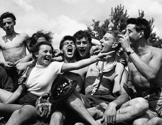 Пьер Жаме. Веселье в молодежной коммуне. Вильнев-сюр-Оверс (Франция), 1937