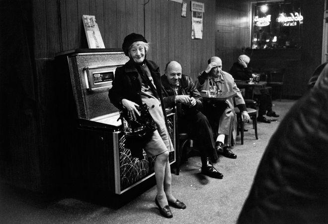 Elma at the Treaty Stone Bar, 1975. © Sid Kaplan