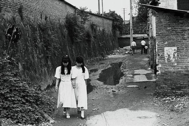 Han Lei, Shilong, Guangdong, 1993, Gelatin silver print, 30 x 45 cm, Edition of 15