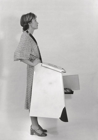 Hausfrauenküchenschürze / Housewives' Kitchen Apron, 1975 Black-and-white photographs © Estate of Birgit Jürgenssen / VBK, Vienna, 2012 / SAMMLUNG VERBUND, Vienna