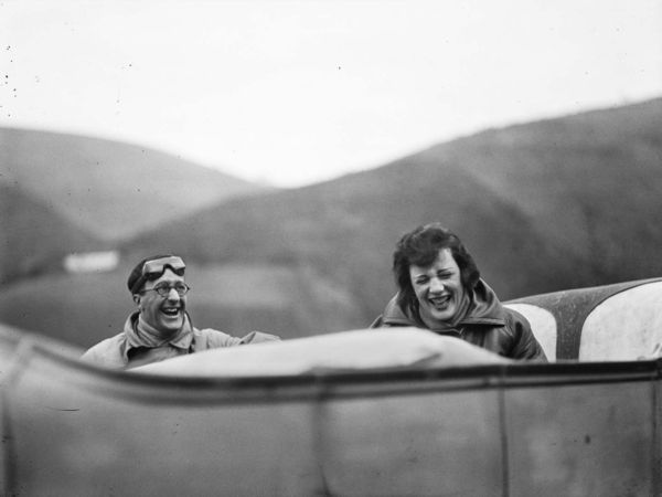 Ubu et Bibi sur la route. Avril 1925 © Photographie Jacques Henri Lartigue - Ministère de la Culture – France / AAJHL