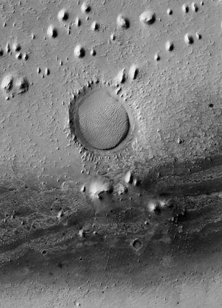 Gemina Lingula, cratère d'impact © NASA/JPL/The University of Arizona/Éditions Xavier Barral