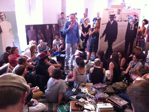 """Eric Kessels """"Album Beauty"""", выступление автора на открытии выставки."""