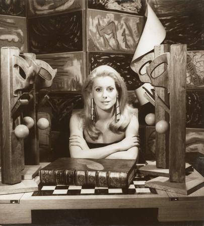 Ман Рэй. Катрин Денѐв, 1968 Частный владелец  © Man Ray Trust/ARS-ADAGP/DACS