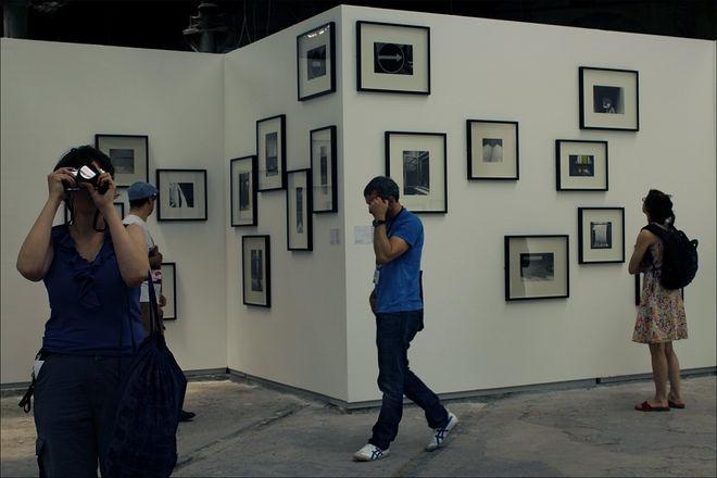 Экспозиция выставки Александра Слюсарева. Фото: Николай Бахарев