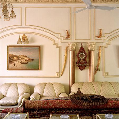 © Ламия Гаргаш / Lamya Gargash, Untitled из серии The Majlis (2009).