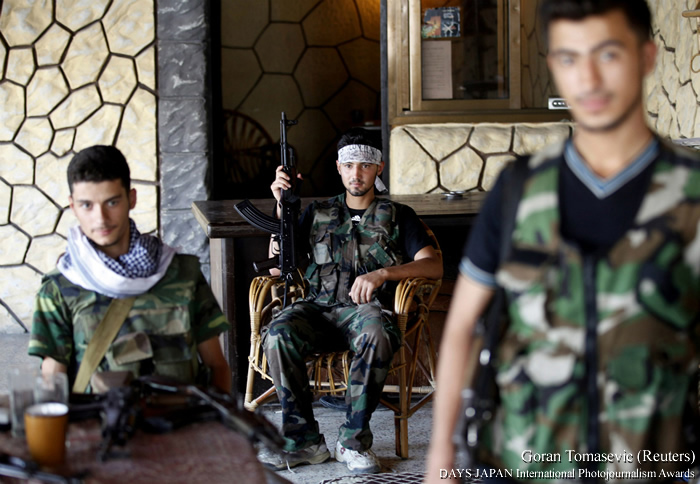 "© Goran Tomasevic (Reuters). Из серии ""nside Syria with the Rebels"". Победитель конкурса 2013 года"