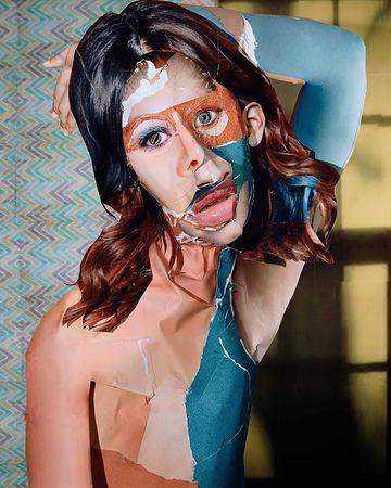 Портрет с желтым окном. Из серии «Портреты и натюрморты». 2011 © Дэниел Гордон