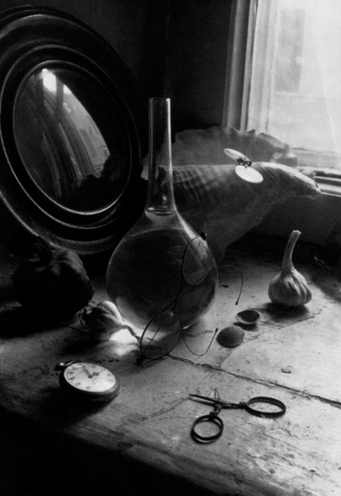 Борис Смелов «Натюрморт с колбой и часами» (1973)