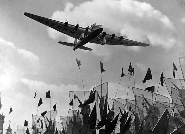 Георгий Петрусов. Самолет «Максим Горький». 1934