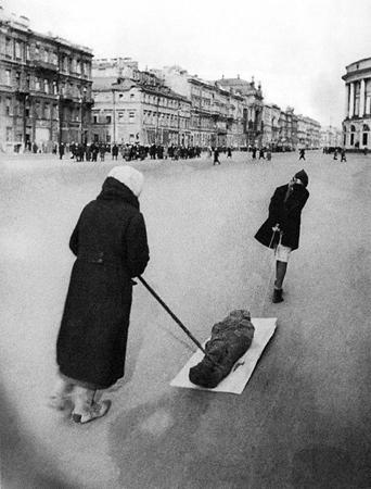 Георгий Коновалов, Михаил Трахман. Невский проспект. Май 1942