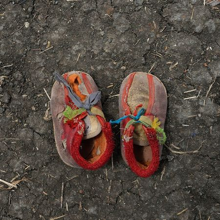 © Shannon Jensen. Musa Shep traveled with his Family for 20 days from Gabanit. He is 2 years old. Из серии A Long Way, 2012