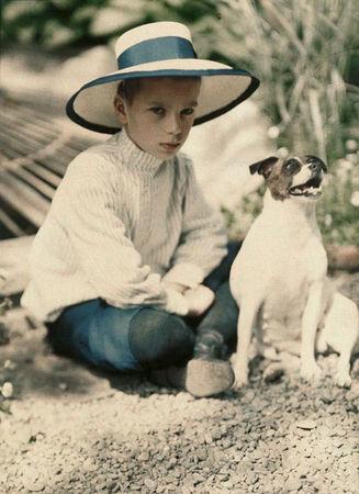 Петр Веденисов. Коля Козаков и собака Джипси. Ялта, 1910-1911