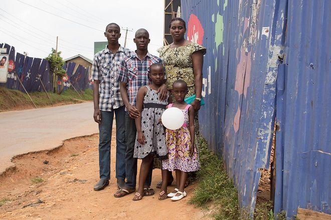 © Brandon Stanton, 2014 <br />   «Какая самая важная вещь из тех, которым научила тебя твоя мать?»<br />   «Если у тебя есть еда, ты всегда должна разделить ее с кем-то еще».<br />   (Кампала, Уганда)