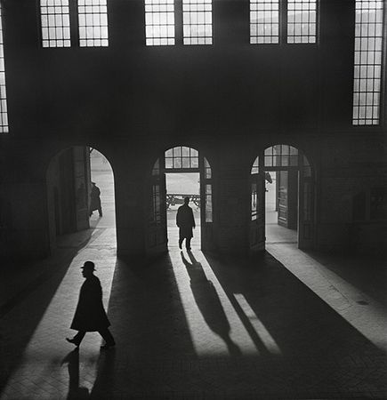 Interior of the Anhalter Bahnhof, a railway terminus near Potsdamer Platz, Berlin], late 1920s–early 1930s