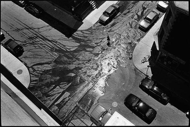 Серж Клеман, Канада. Вода, Монреаль, Квебек, 1995. Пигментная печать<br /> Выставка &#171;Город. Живу&#187; / Краснодарский краевой выставочный зал изобразительных искусств, ул. Рашпилевская, 32, Краснодар
