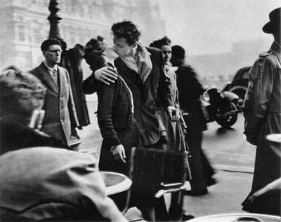 Robert Doisneau. Kiss by the Hotel de Ville, 1950