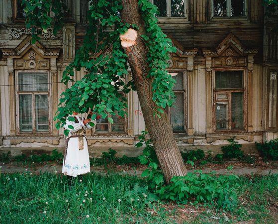 Икуру Куваджима. Перед Купцовским Домом, Козьмодемьянск, Мари Эл. 2014