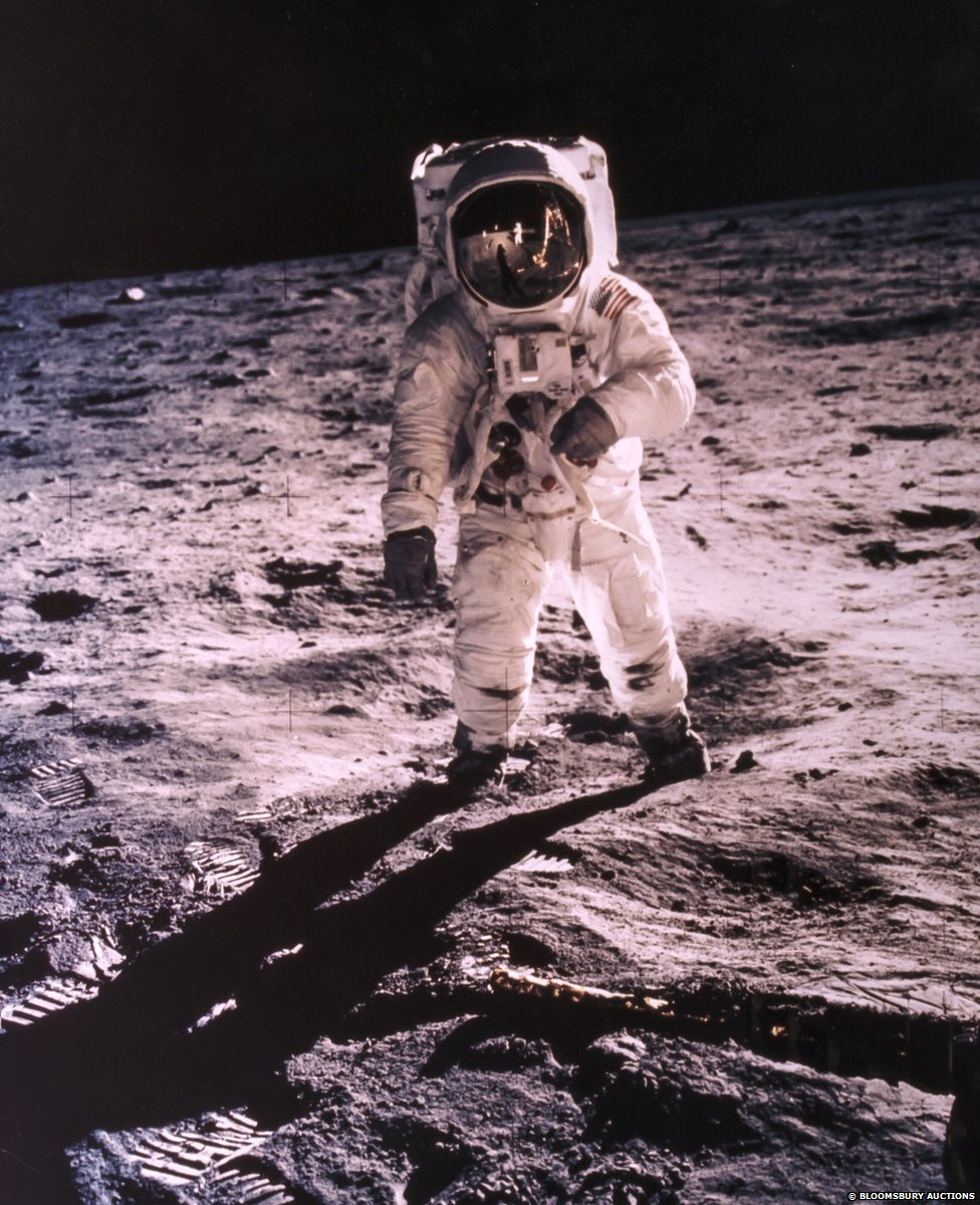 фотографии астронавтов побывавших на луне придать квартире оригинальный