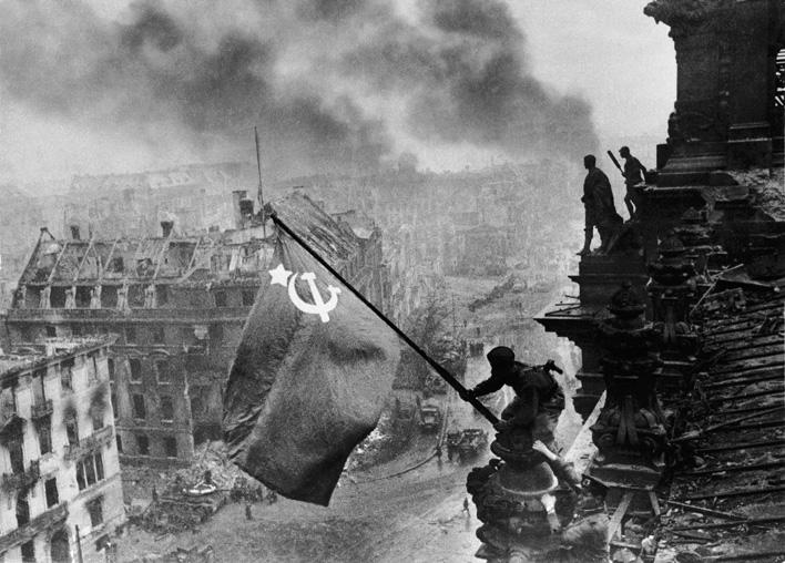 Евгений Халдей. Знамя Победы над Рейхстагом. 2 мая 1945