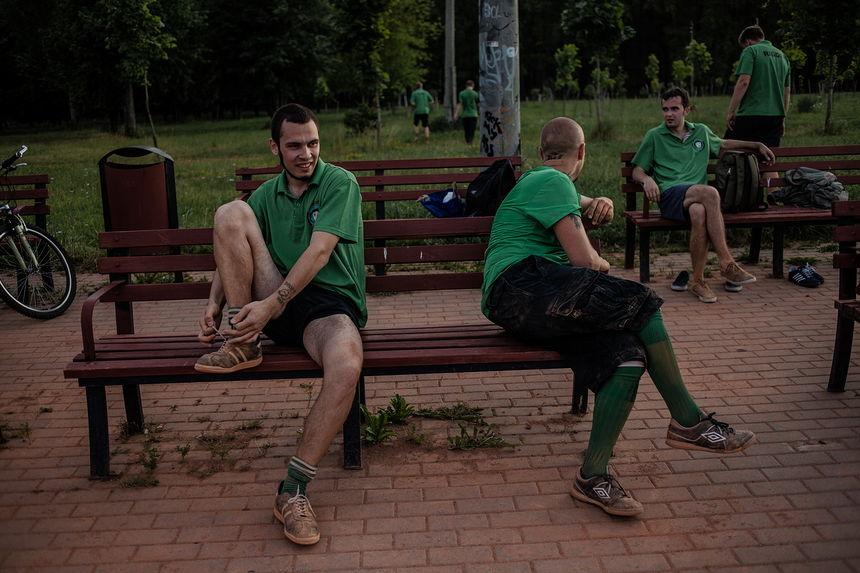 ©Максим Сарычев. «Александр, 25 лет. Играет в дворовой футбол. 20 суток ареста»