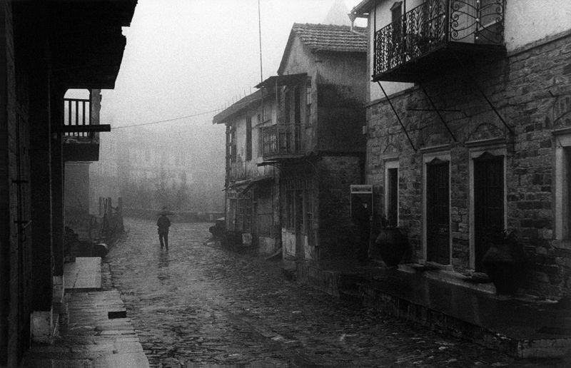©Александр Китаев. «Улица в Карее. 1996»