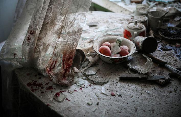 © Сергей Ильницкий. Кухонный стол. Донецк, Украина, 2014