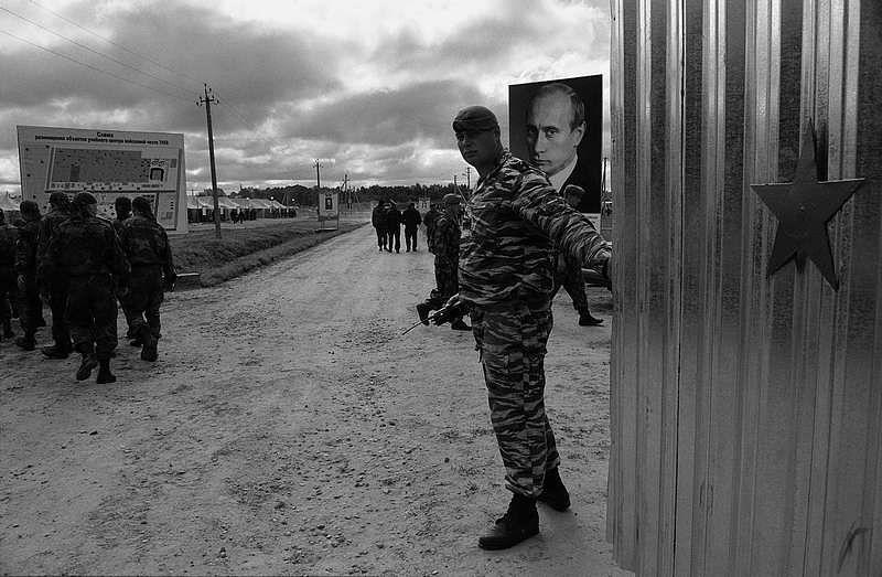 ©Владимир Вяткин. «Из цикла «Солдатский труд», Чечня, 2000»