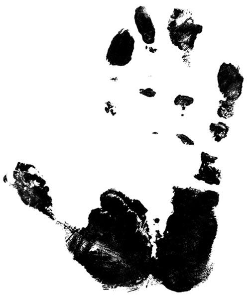 Отпечаток руки Поликарпо Сайре Суйо, который моет золото с 16 лет. Кадр из лонгрида   Андрея Гордасевича и Нильса Крауера «Быстрое золото»